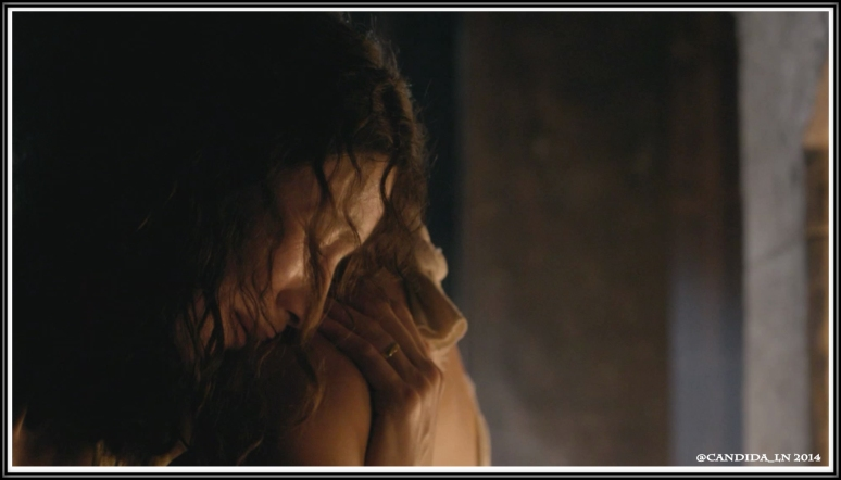 Claire (Caitriona Balfe) cries on Jamie's (Sam Heughan) shoulder.