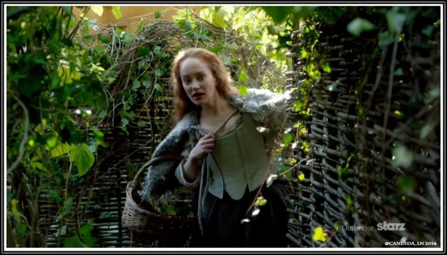 Geillis Duncan (Lotte Verbeek) greets Claire.