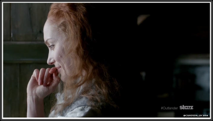 Geillis Duncan (Lotte Verbeek) spies on Claire & Jamie.