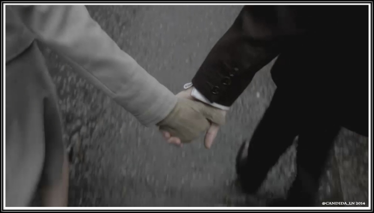 00_Claire&Frank_hold_hands_00001